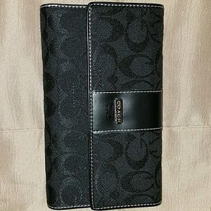 Brand new without tags Coach wallet never been use